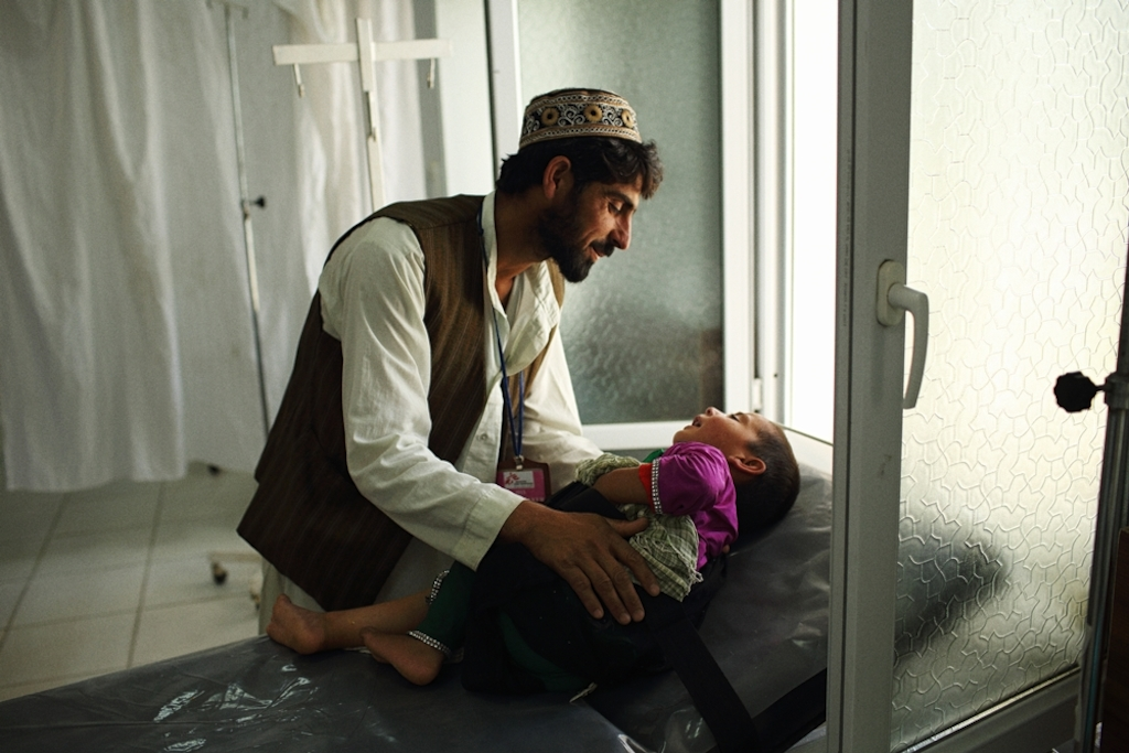 System identifier<br/>: MSF149192<br/>Title<br/>: Trauma Centre Kunduz<br/>Photographer / cameraman<br/>: Andrew Quilty<br/>Countries:<br/>Afghanistan. Qudus brought his four year old dauger khal Bibi in after she fell through the roof of their home and injured her leg. At Médecins Sans Frontières (MSF) Kunduz Trauma Centre where free treatment is provided to patients regardless of their political affiliation (ie. the side on which the fight in the war between the armed opposition group and Government forces) MSF's trauma centre is the only facility of its kind in the whole north-eastern region of Afghanistan providing high level life- and limb-saving trauma care. MSF opened Kunduz Trauma Centre in August 2011 to provide high quality, free medical and surgical care to victims of trauma such as traffic accidents, as well as those with conflict related injuries from bomb blasts or gunshots.