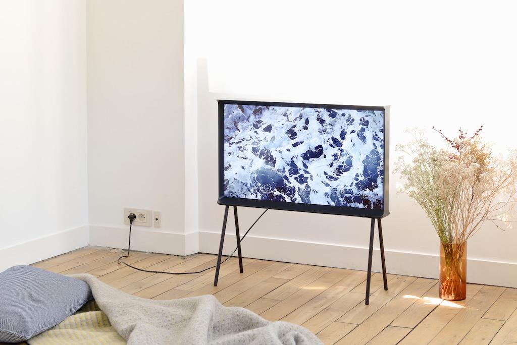 Samsung serif tv designmeubel met eersteklas technologie for Daamen interieur