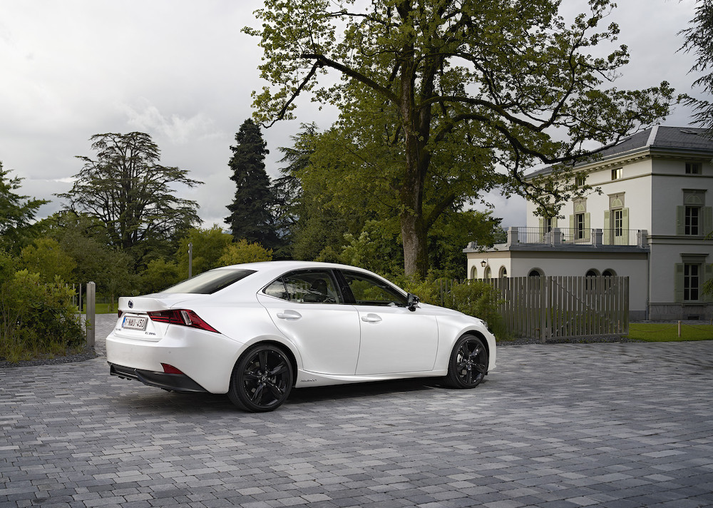 LES VENTES MONDIALES DE L'« INTELLIGENT SPORT SEDAN » DE LEXUS DEPASSENT LA BARRE DU MILLION