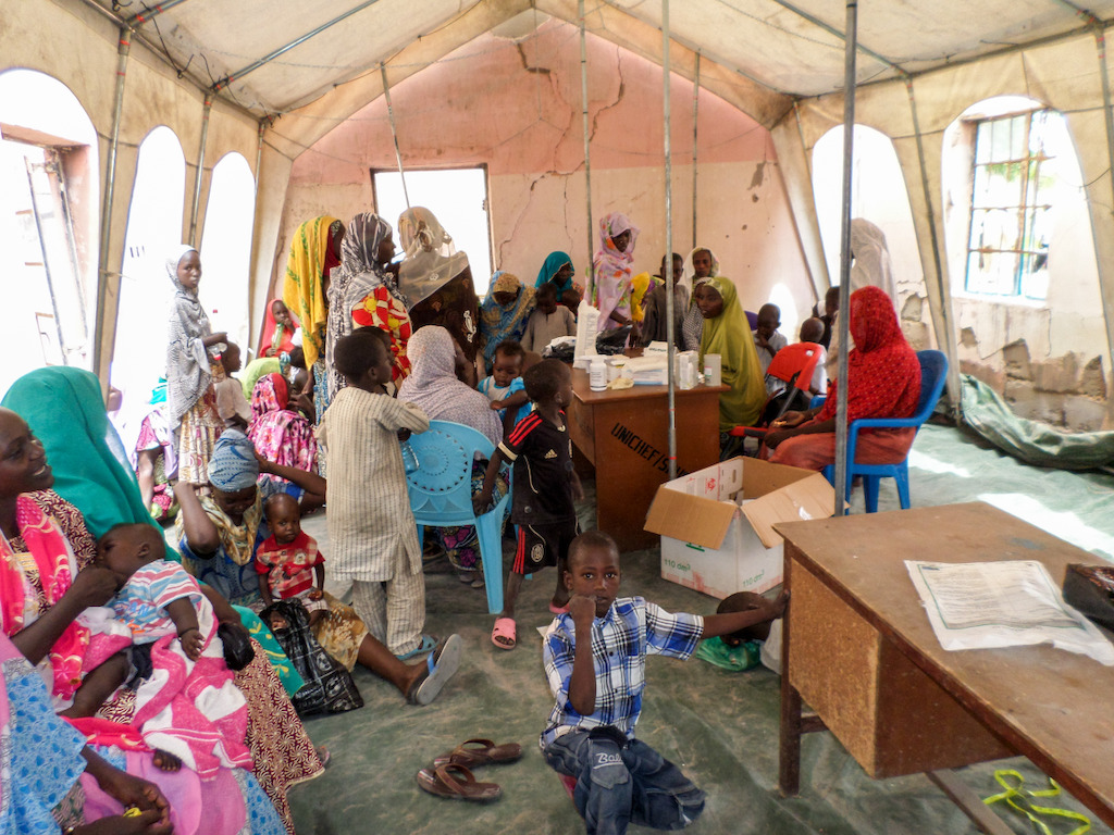 Teams have been able to offer medical consultations to the population in Gambaru inside a tent that was put up in health center that has been burnt down.