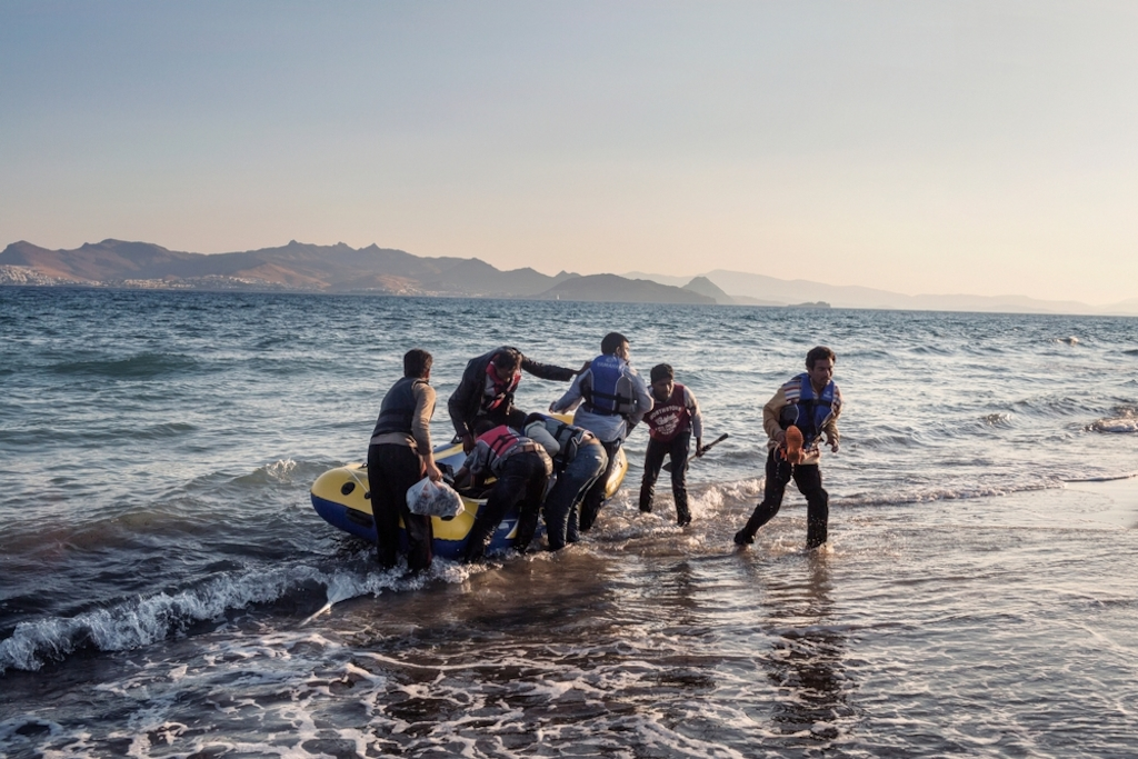 System identifier<br/>: MSF150270<br/>Title<br/>: Refugees in Kos<br/>Photographer / cameraman<br/>: Alessandro Penso<br/>Countries:<br/>Greece<br/>Description<br/>: Seven people from Pakistan arrive on the Greek island of Kos after rowing all night