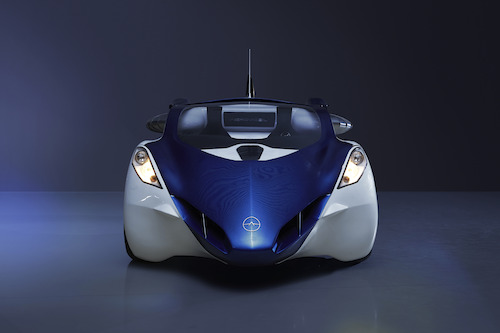 AeroMobil 3.0 - frontview in the dark