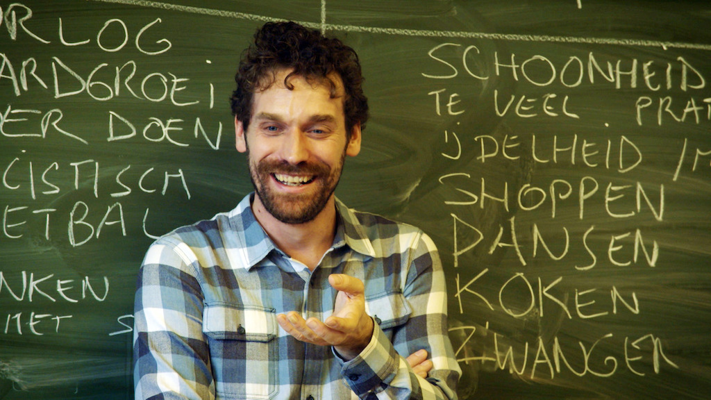 Otto-Jan Ham geeft les over afkomst in De klas (c) VRT
