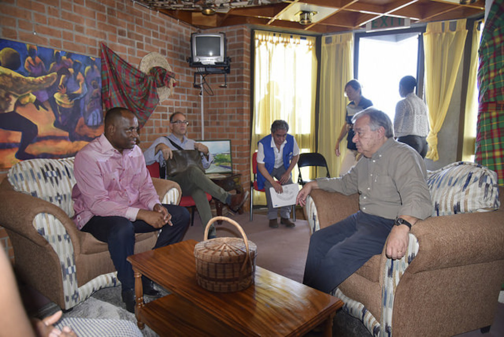 UN Secretary-General António Guterres and Prime Minister of Dominica Hon. Roosevelt Skerrit hold preliminary discussions.