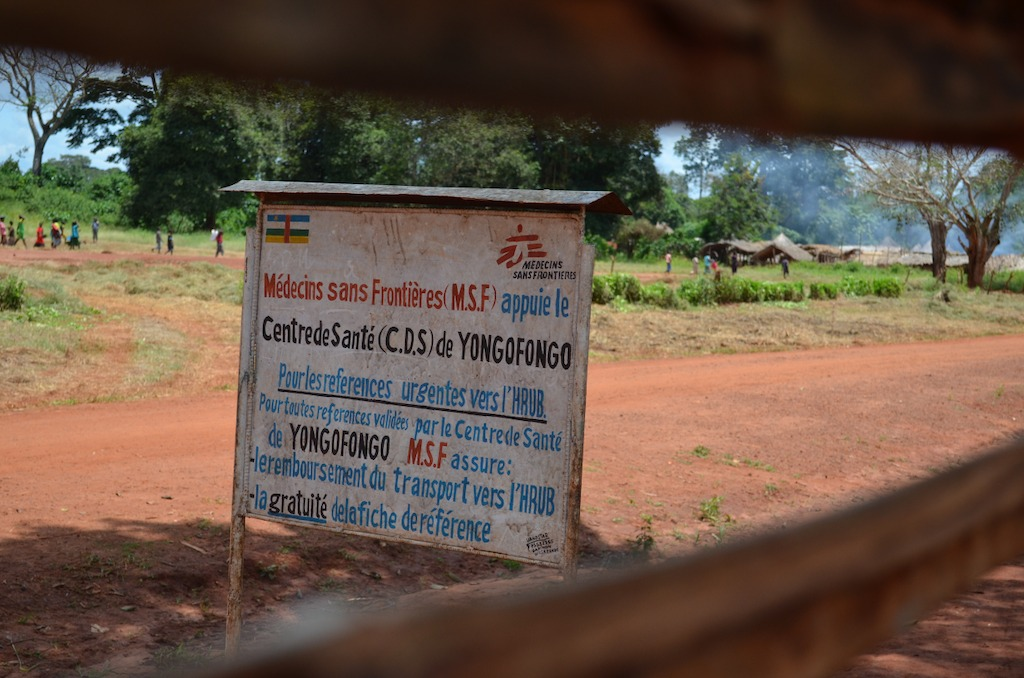 A sign outside of the MSF-supported Yongofongo health centre in Yongofongo village, Mbomou prefecture, Central African Republic. Photographer: Sandra Smiley/MSF