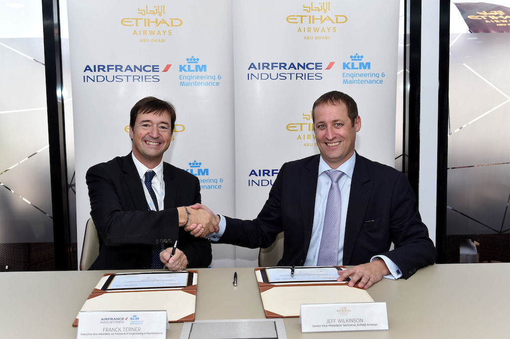 A droite, Jeff Wilkinson, Senior Vice President Technical d'Etihad Airways, avec Franck Terner, Executive Vice President of Air France KLM Engineering & Maintenance