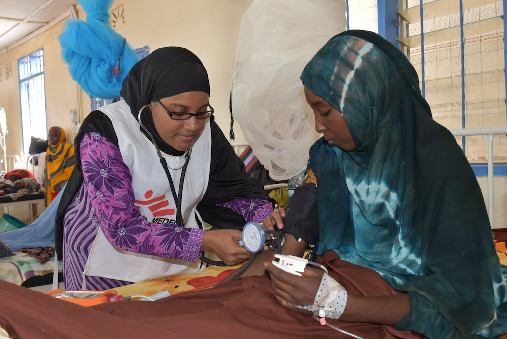 Nurse Salma attends to a patient in the maternity ward of MSF's hospital in Dagahaley camp, Dadaab. Photographer: Mohamed Ali