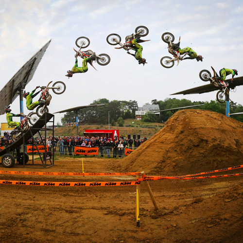 FMX icon Gilles Dejong goes flippin' electric!!