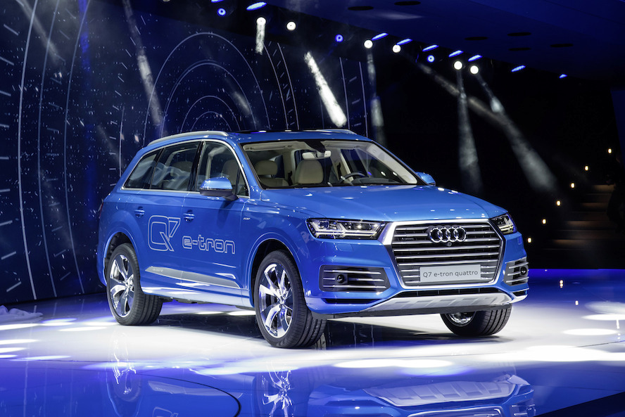 audi q7 e tron 3 0 tdi quattro 59 km met 1 liter diesel. Black Bedroom Furniture Sets. Home Design Ideas