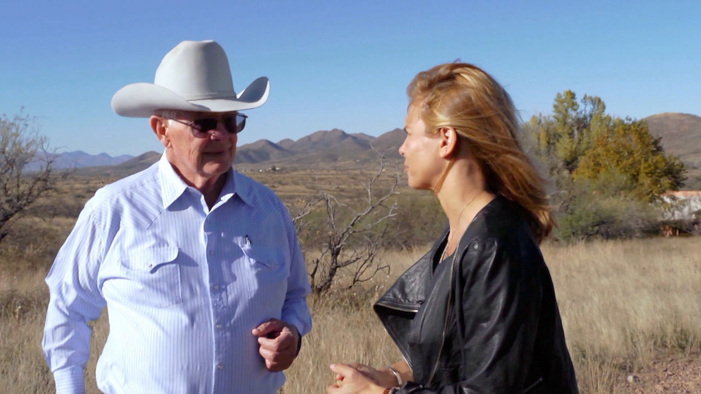 Robert Crooks en Marina van Zeller aan de Amerikaans-Mexicaanse grens - (c) The Travel Channel