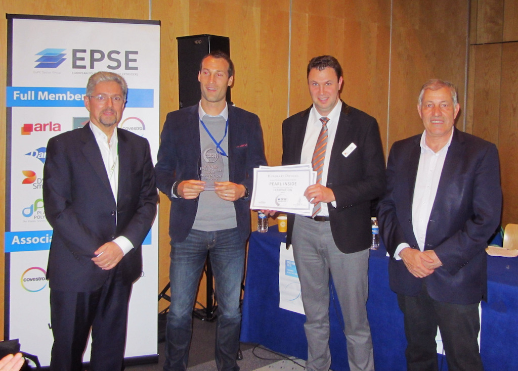 Winning team in the innovation category. From the left: F. Midy (Jury President), L. Grégoire (SIH), J. Toque (DS Smith Plastics), H. Goldman (EPSE President)