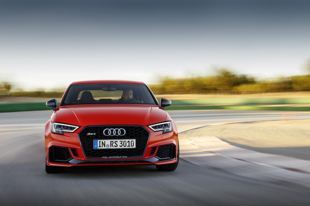 Poleposition in het segment van compacte wagens: de Audi RS 3 Berline - Autobedrijf Claessens - Wilrijk
