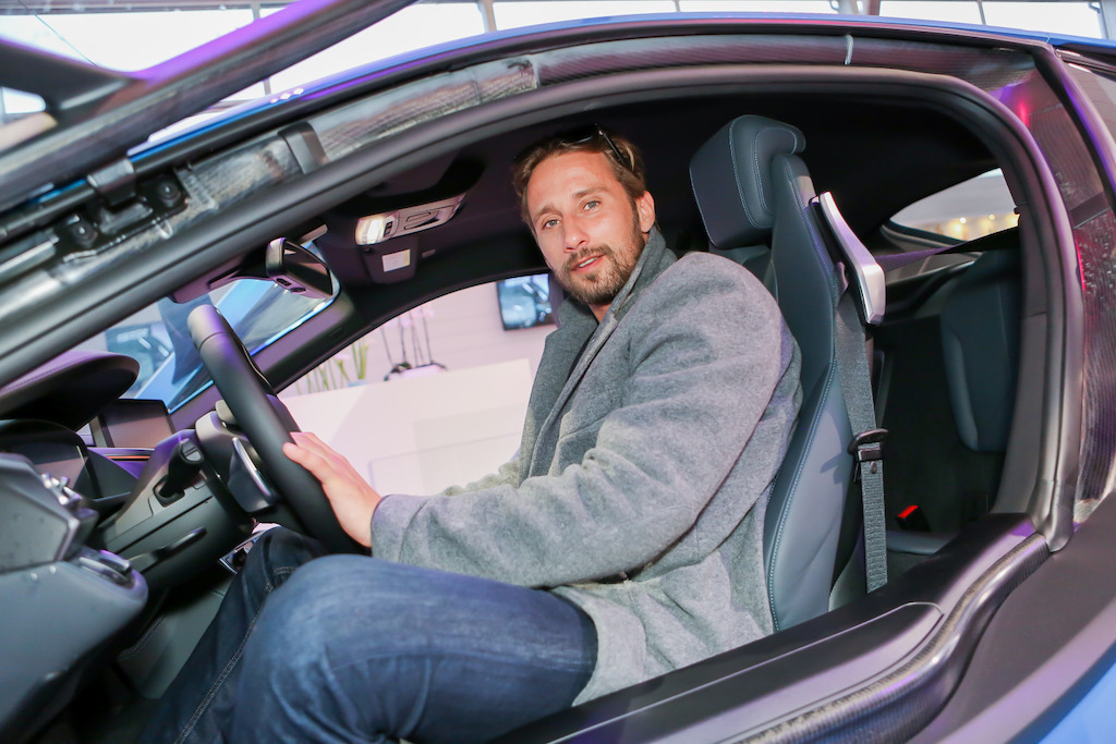 Matthias Schoenaerts in de BMW Beach Lounge