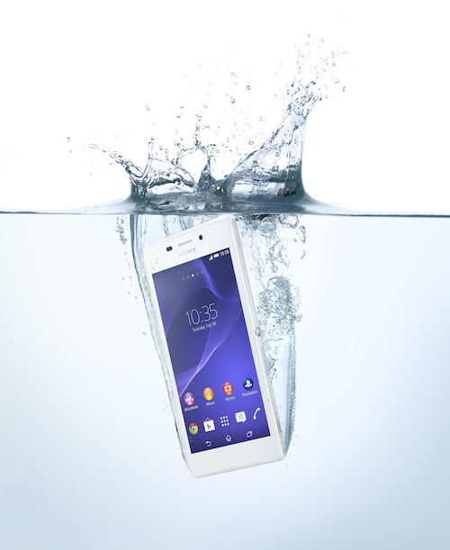 Xperia M2 Aqua in water
