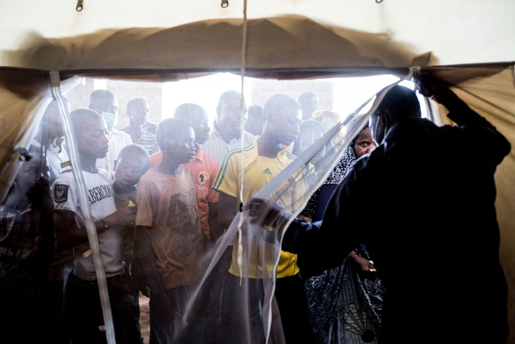 System identifier<br/>: MSF145894<br/>Title<br/>: Meningitis Epidemic in Niger<br/>Photographer / cameraman<br/>: Sylvain Cherkaoui<br/>Countries:<br/>Niger<br/>Description<br/>: Patients wait their turn to come in the ambulatory.