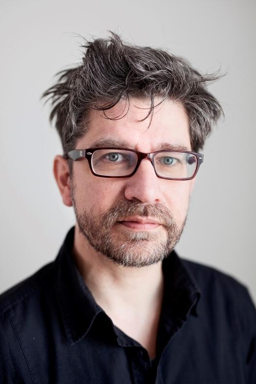 Wim Helsen  2018 Marrone scuro capelli & Bohemian stile dei capelli.