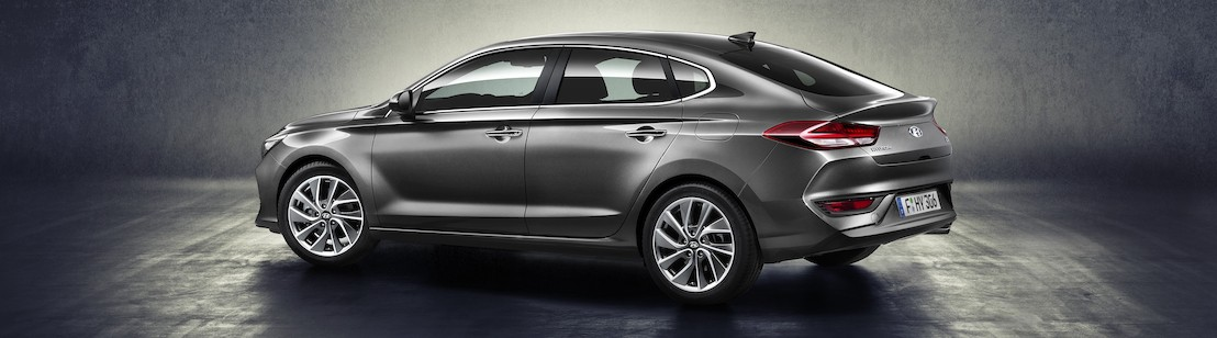 La All-New Hyundai i30 Fastback: elegante berlina a «coda lunga» con raffinato look coupé