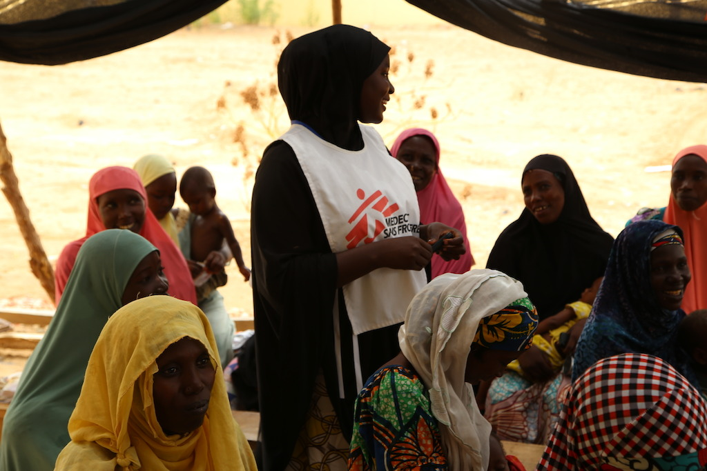 An MSF staff member briefs women who have brought their children to the MSF outpatient therapeutic feeding centre in the northeastern Nigerian town of Banisheikh. Photographer: Igor Barbero