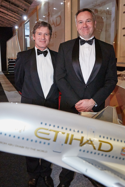 Links Jean Paul Drabbe, General Manager Etihad Airways Nederland, rechts Remco Althuis, Vice President Europe.