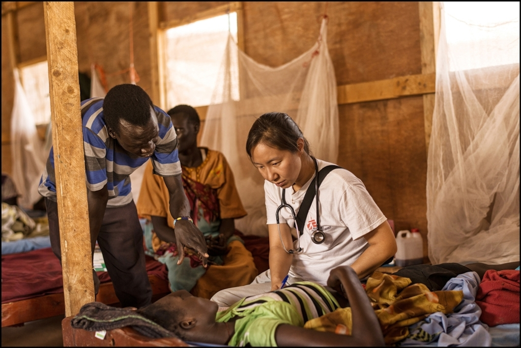 System identifier<br/>: MSF146802<br/>Title<br/>: South Sudan, Melut<br/>Photographer / cameraman<br/>: Matthias Steinbach<br/>Countries:<br/>South Sudan<br/>Description<br/>: A MSF doctor is taking her time to listen to a patient in the main ward of the MSF clinic<br/>in Mellut