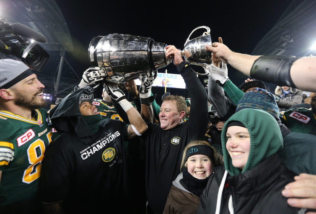 Head Coach, Chris Jones and Edmonton players celebrate defeating the Ottawa REDBALCKS to win the 103rd Grey Cup game in Winnipeg. (CFL/Jason Halstead)